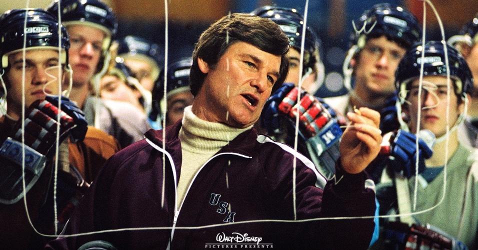 desafio-no-gelo-2004---kurt-russell-interpreta-o-tecnico-herb-brooks-que-liderou-a-equipe-de-hockey-no-gelo-dos-eua-de-1980-contra-o-aparentemente-invencivel-time-russo-1343348415433_956
