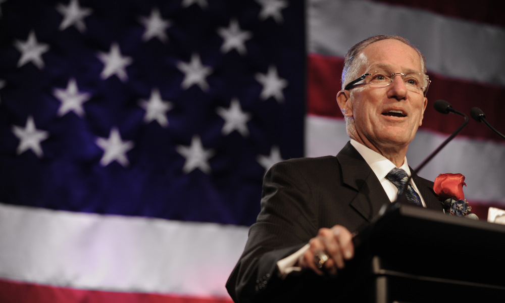 XXX DR.-MIKE-EMRICK_US-HOCKEY-HALL-OF-FAME_760.JPG S HKO USA IL