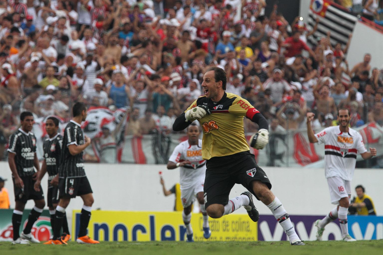 Rogerio-Ceni-goal-100